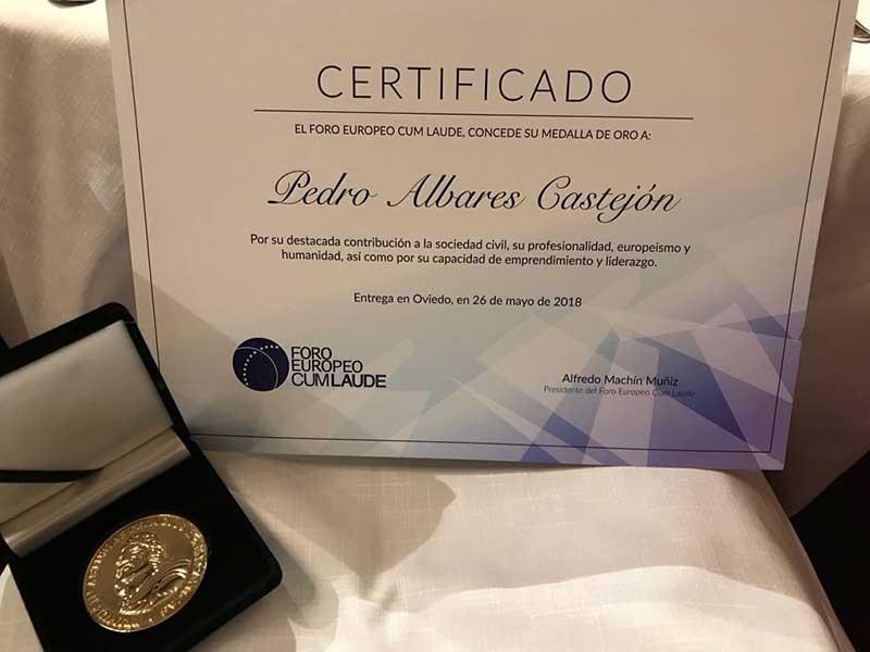 Medalla de Oro Foro Europeo Cum Laude