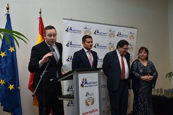 Pedro Albares premiado por AEITI