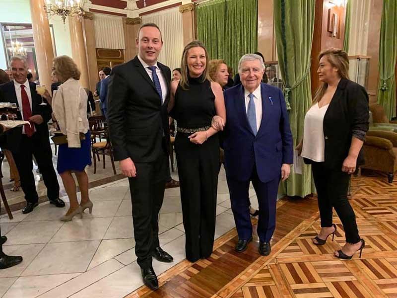 Pedro Albares junto a Luis María Ansón y Ana N. Escribá Pérez